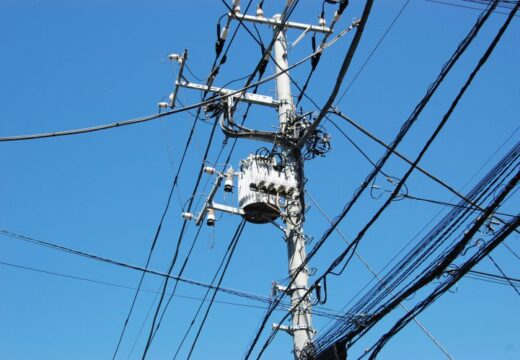 電柱と電線